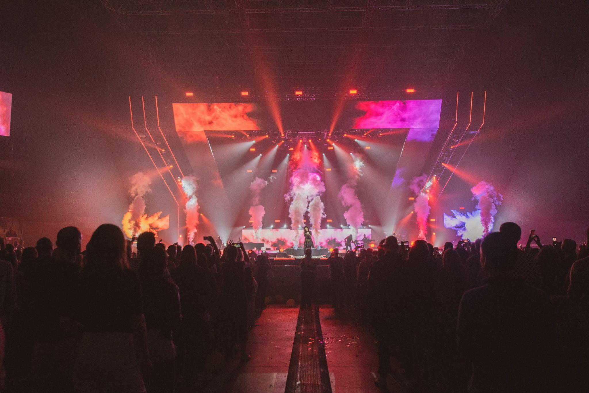 Foto de un momento del concierto con todo el publico disfrutando